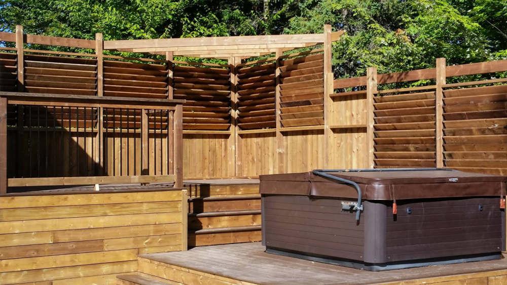 Aménagement de la cour arrière pour le spa jacuzzi à Sherbrooke